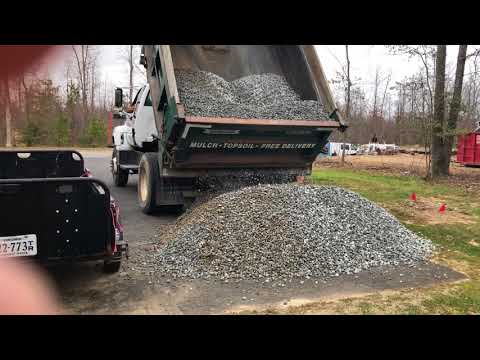 How many yards in 1 ton of gravel