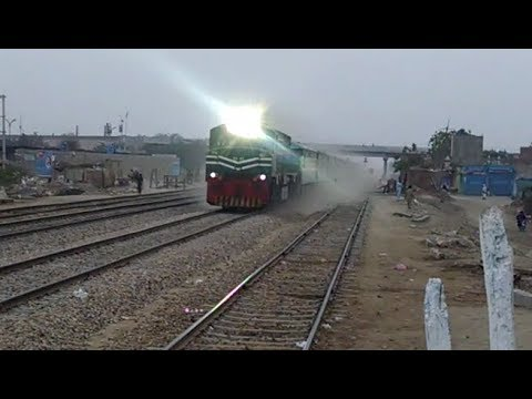 TRAIN SOUND EFFECT Honking Green Line Making Clear Rail Track Sound