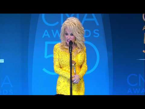 Dolly Parton Reacts to Winning CMA's Willie Nelson Lifetime Achievement Award