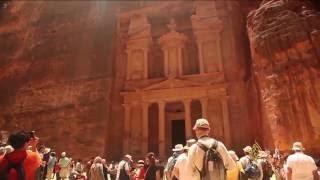 متسلقو جبال يساهمون في ترميم مدينة البتراء الأثرية بالأردن
