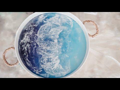 Ocean inspired resin tray // DIY