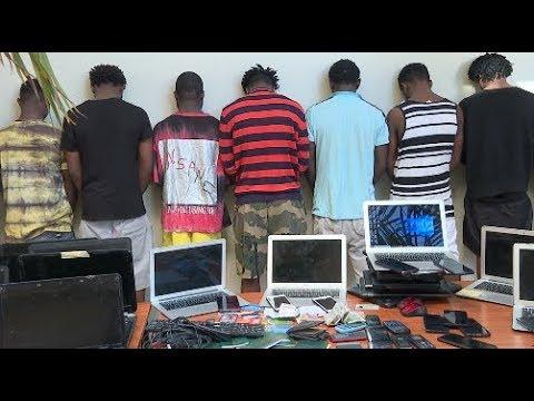 Cybercriminalité: 18 nigérians arrêtés avec 250 ordinateurs à Oukam