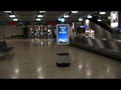 A l'aéroport de Genève, un robot guide les voyageurs