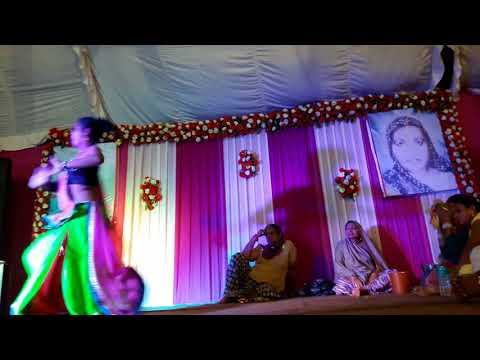 Madam chutke tells Nagada Sang Dhol Baje for Rajasthan item number