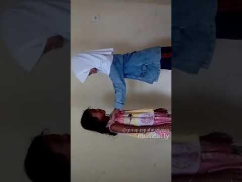 Asal kau pakai hijab (Askaba parodi) by yasmin dan Zulfani
