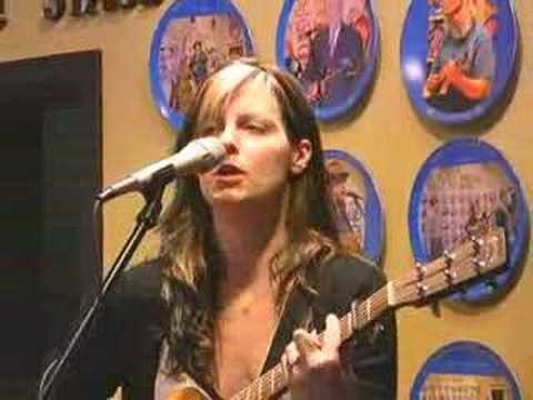 Holly Long performing