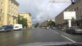 Инструктора разбирают тонкости ПДД двигаясь по Санкт Петербургу