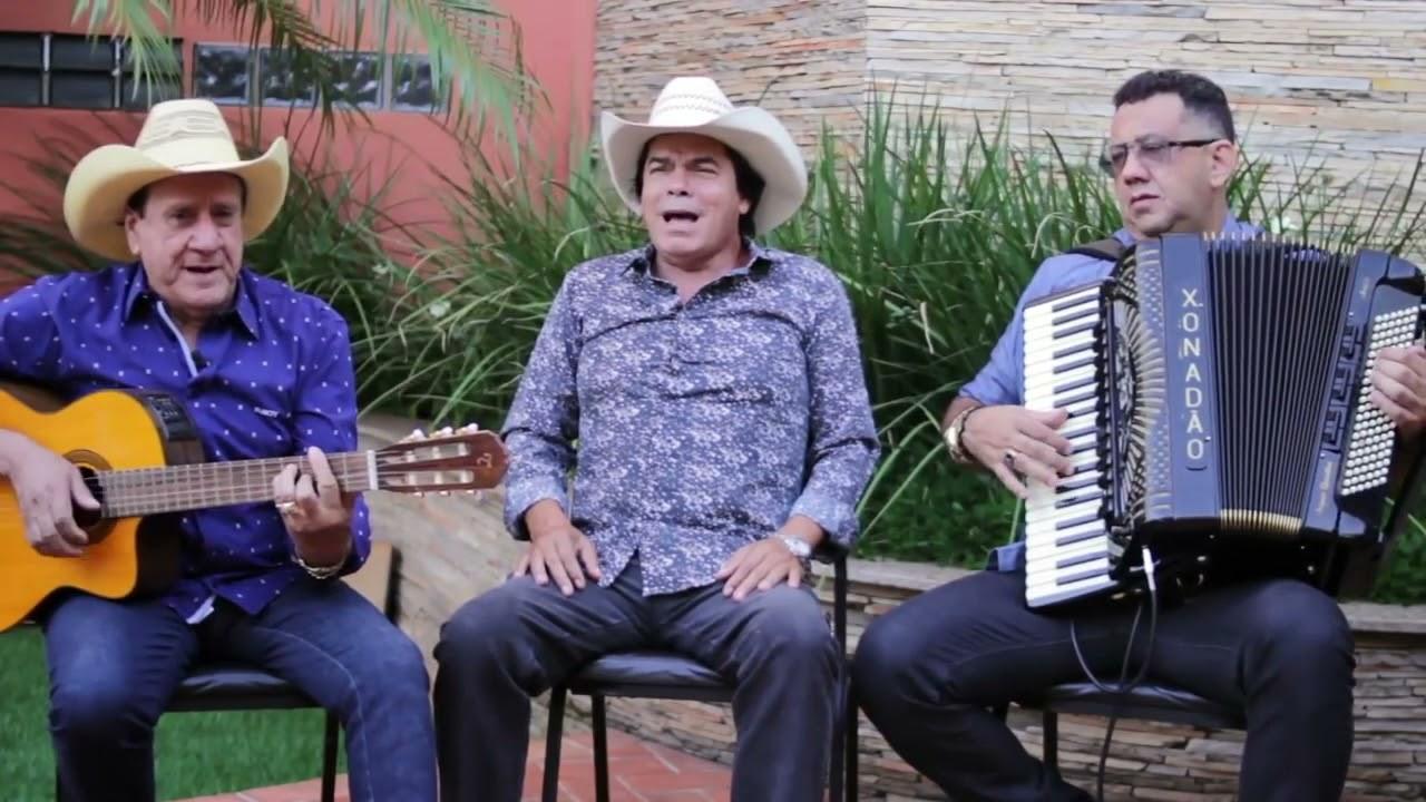 Trio Parada Dura - Blusa Vermelha