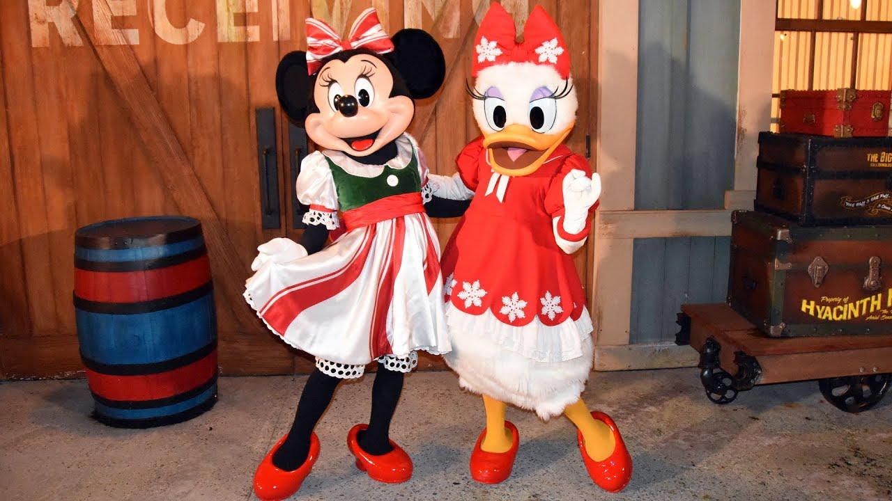 7123bf35c Minnie Mouse & Daisy Duck In Holiday Outfits Meet & Greet - Mickey's Very  Merry Christmas Party 2018