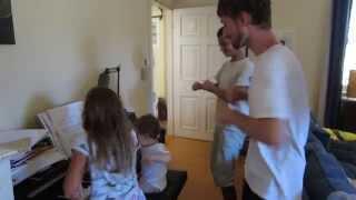 Krystufek uci tancit strejdu, tetu i tatinka:) Thumbnail