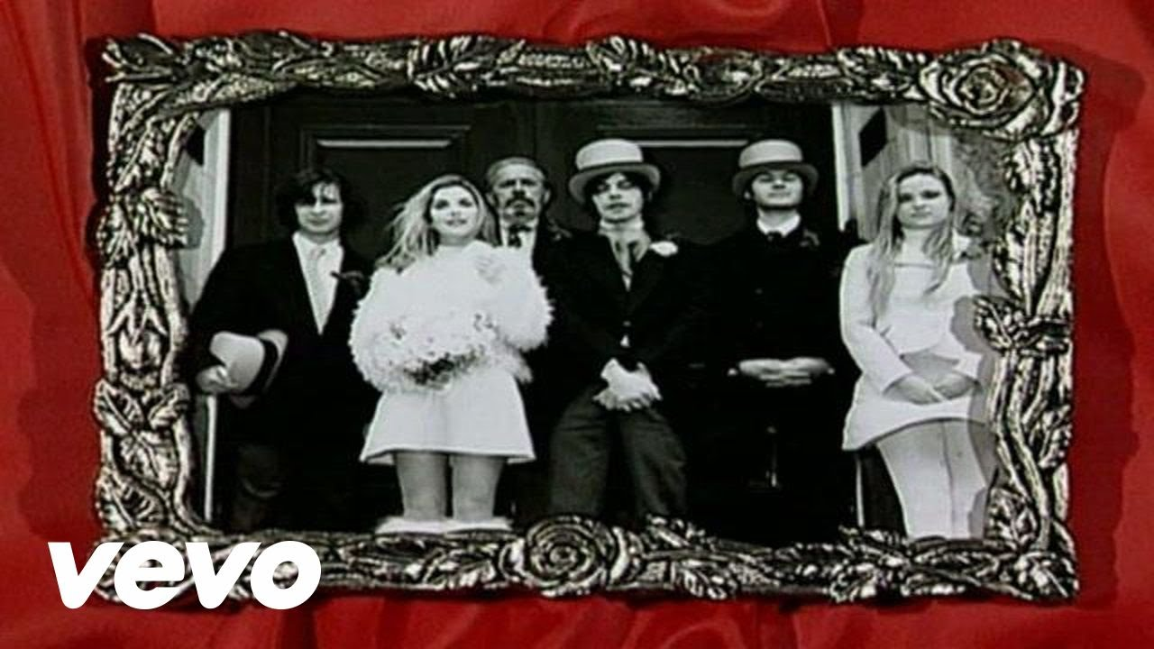 Saint Etienne - I Was Born On Christmas Day - YouTube