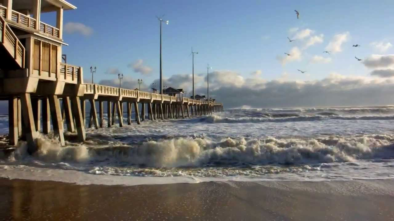 Waves crashing into jennette 39 s pier on a snowy outer banks for Jennette s fishing pier
