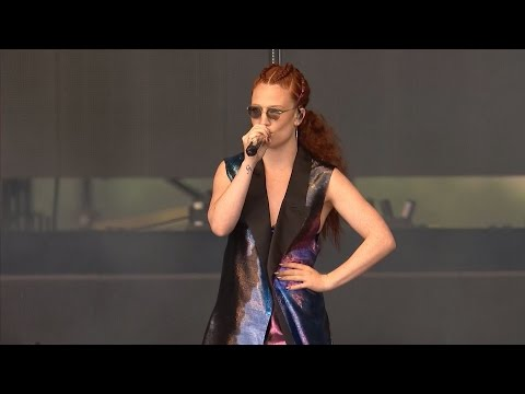 Jess Glynne - Don't Be So Hard on Yourself (Live @ V Festival 2016, HD)