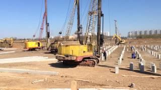 Депо Солнцево. Массовая забивка свай.(24.04.2014 компания Инженер-93 выполнила свой объем работ по забивке на 65%. http://www.svai.org., 2014-04-26T05:39:15.000Z)