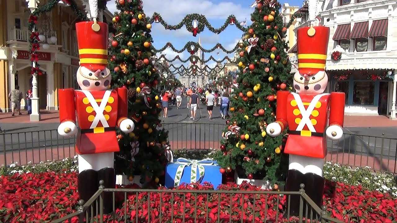 christmas decorations at magic kingdom 2013 garland toy soldiers ice castle day to night youtube