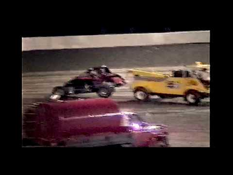 Video shot by Sam Peters. - dirt track racing video image