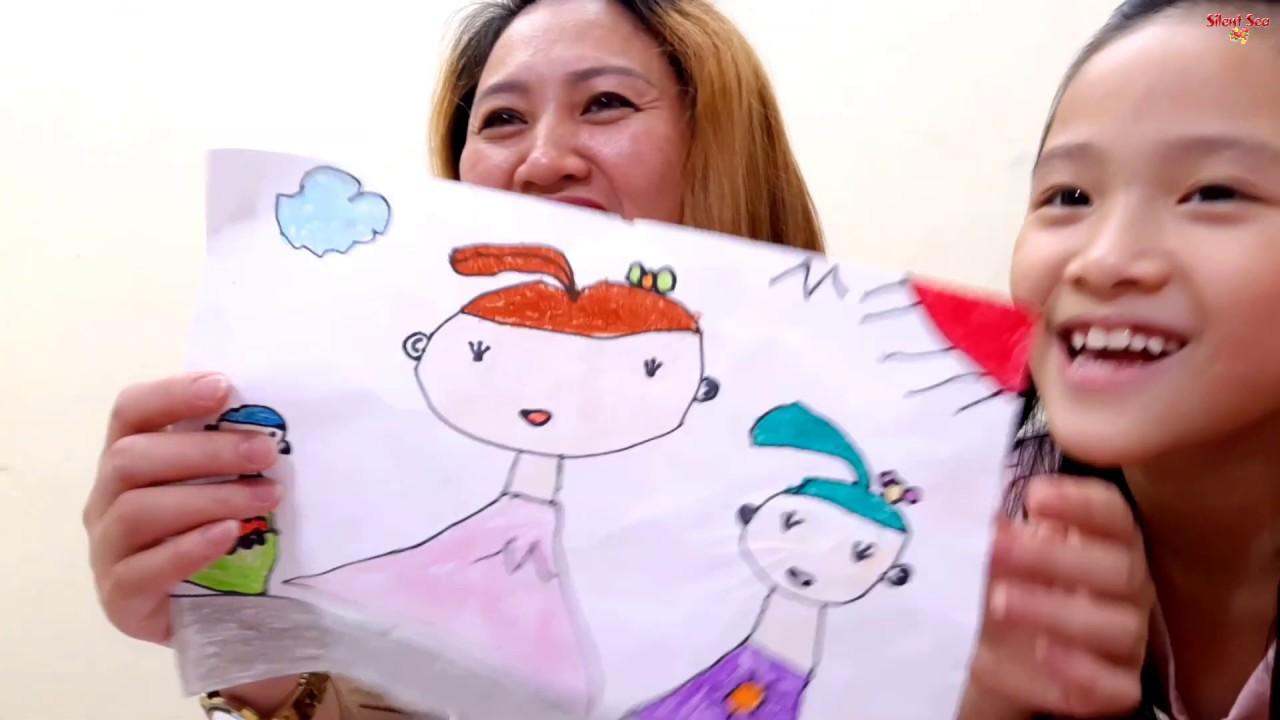 Gia Linh làm bài tập về nhà vẽ và tô màu chân dung mẹ phần 2