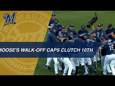 Moustakas delivers walk-off hit in 10th for Brewers in Game 1 of the NLDS
