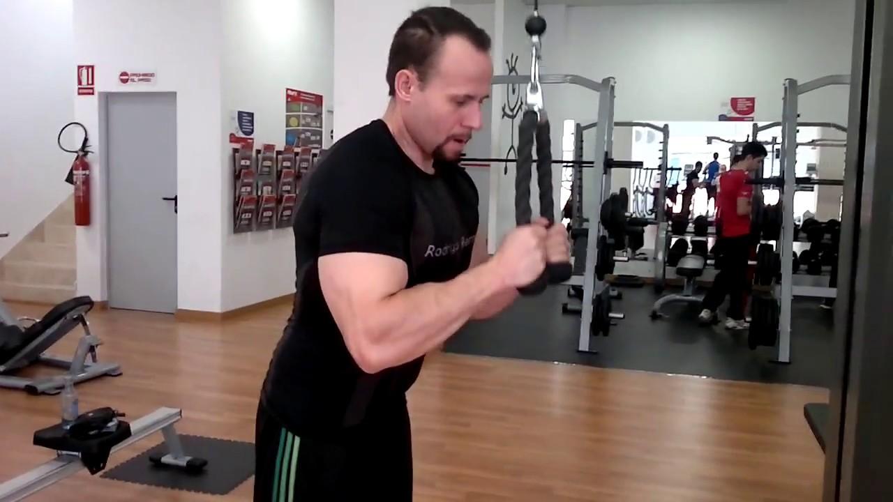 Polea con triceps cuerda alta