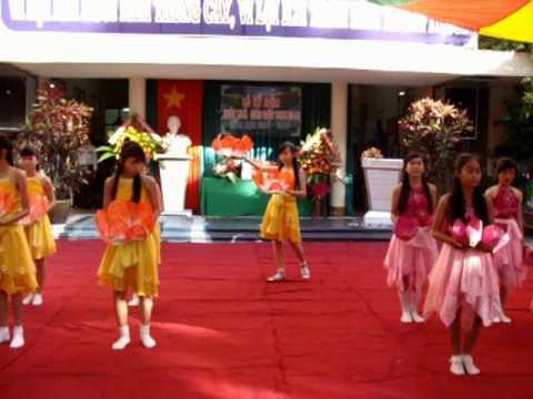 Múa Dâng Hoa Của Liên Đội Võ Thành Trang