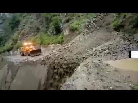 شاهد: سيول تسبب انهيارات أرضية وفيضانات في ولايتين بالهند…  - نشر قبل 7 ساعة