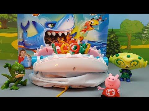 IL PJ MASKS SUPER PIGIAMINI SFIDA LO SQUALO CON PEPPA PIG - gioco della pesca , episodio per bambini