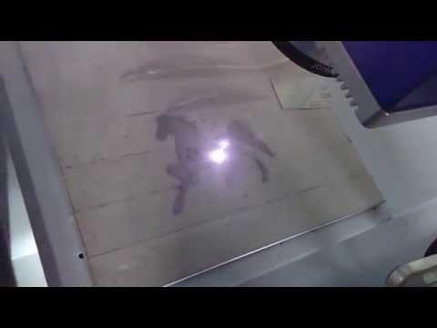 Маркировка логотипа на алюминии на волоконном лазерном маркировщике с ЧПУ
