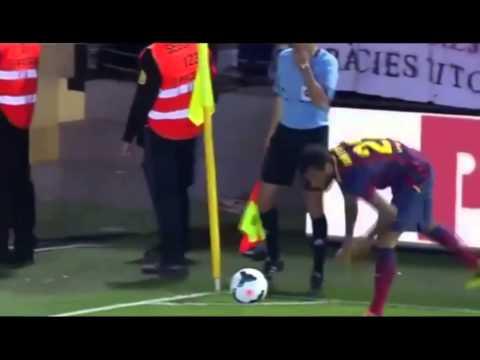 Dani Alves eats banana thrown from public - Dani Alves banana Come Platano!