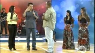Banda Pedra de Esquina, anima palco do Talentos ao som de forró gospel