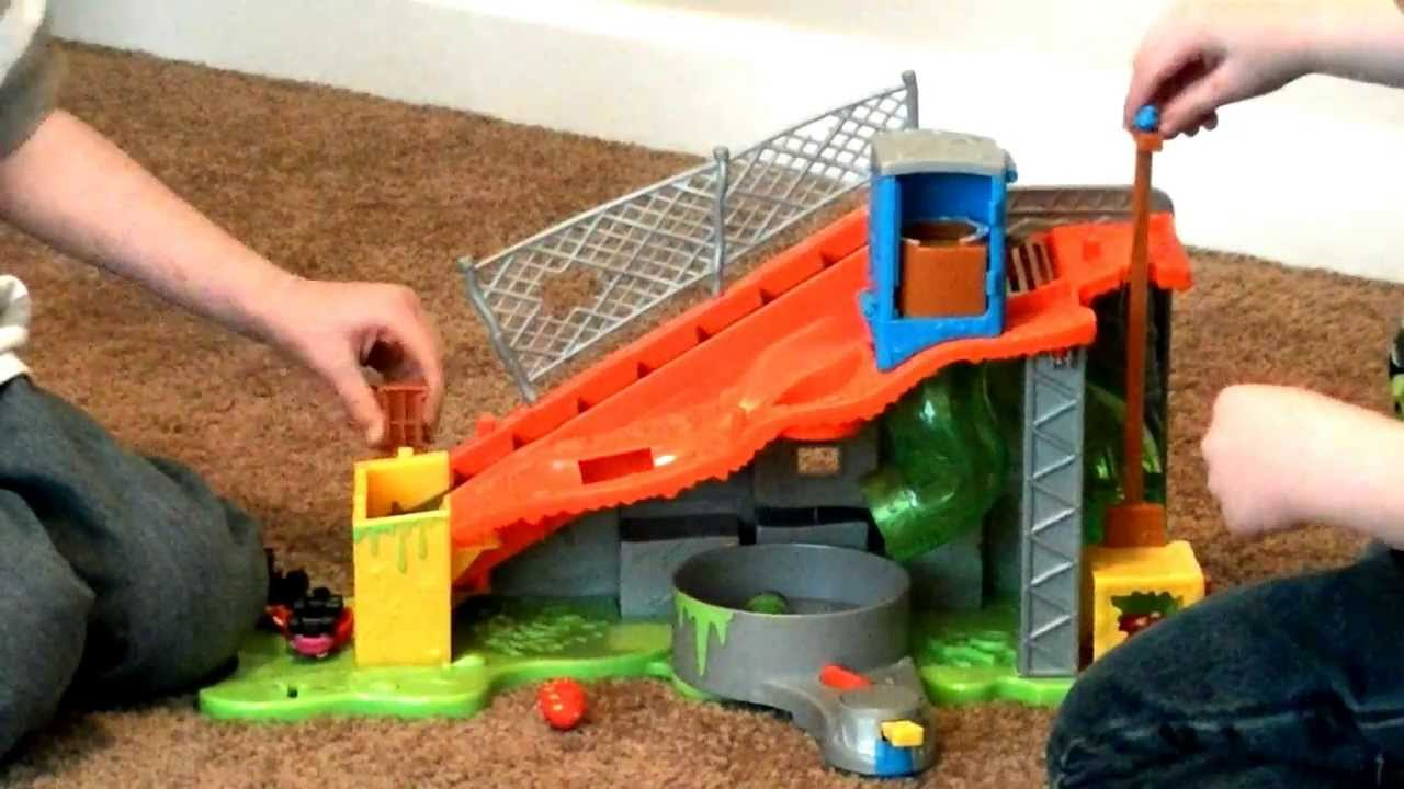 Trash Pack Sewer Dump Trashies Opening Garbage Truck Toy Review By Toypals