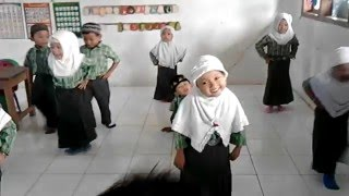 """Video Lucu Anak PAUD """"Gerak dan Lagu Lompat Kelinci"""" Mp3"""