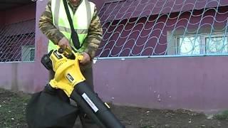 Дворник-активист купил для уборки улиц пылесос