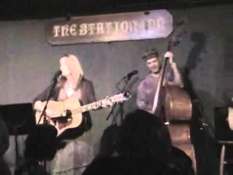 Claire Lynch sings Landslide