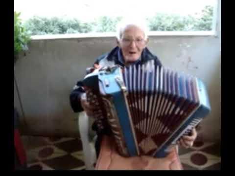 Senhor tão de Laranjal mg tocando na sanfona uma de suas músicas