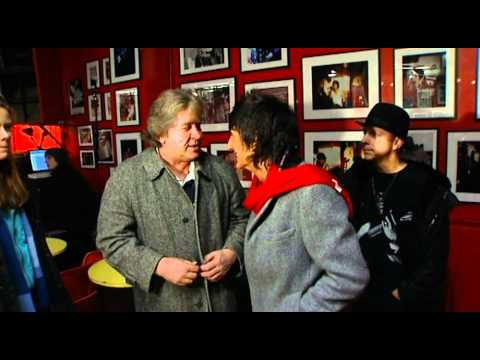 Ronnie Wood talking with Mick and Dick Taylor