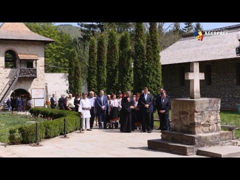 Klaus Iohannis, vizită în Bucovina: Mănăstirea Voroneţ este un loc binecuvântat