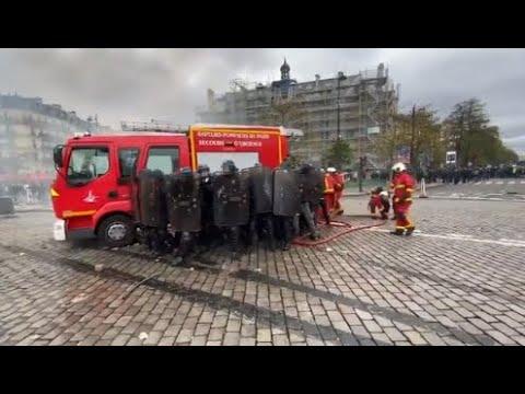 Les pompiers caillassés et insultés à Paris lors de la manifestation des «gilets jaunes»