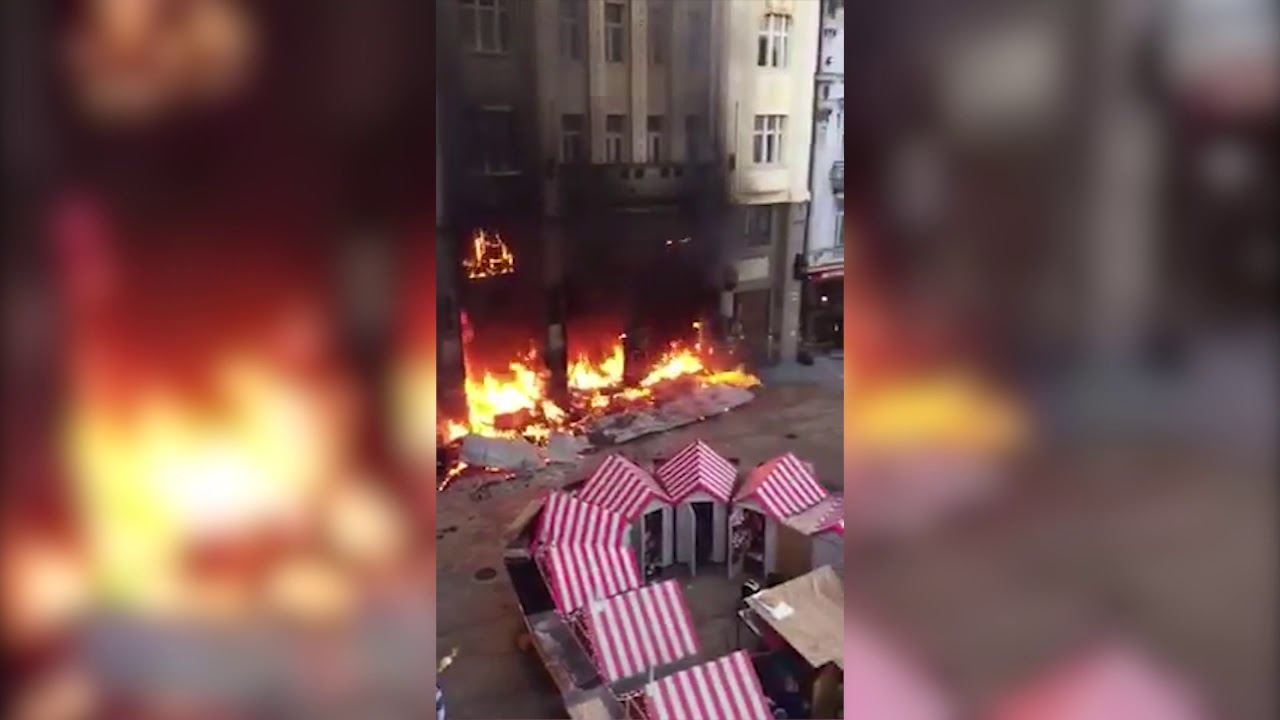 7913fffd4 A stall at Bratislava's Christmas market caught on fire - spectator.sme.sk