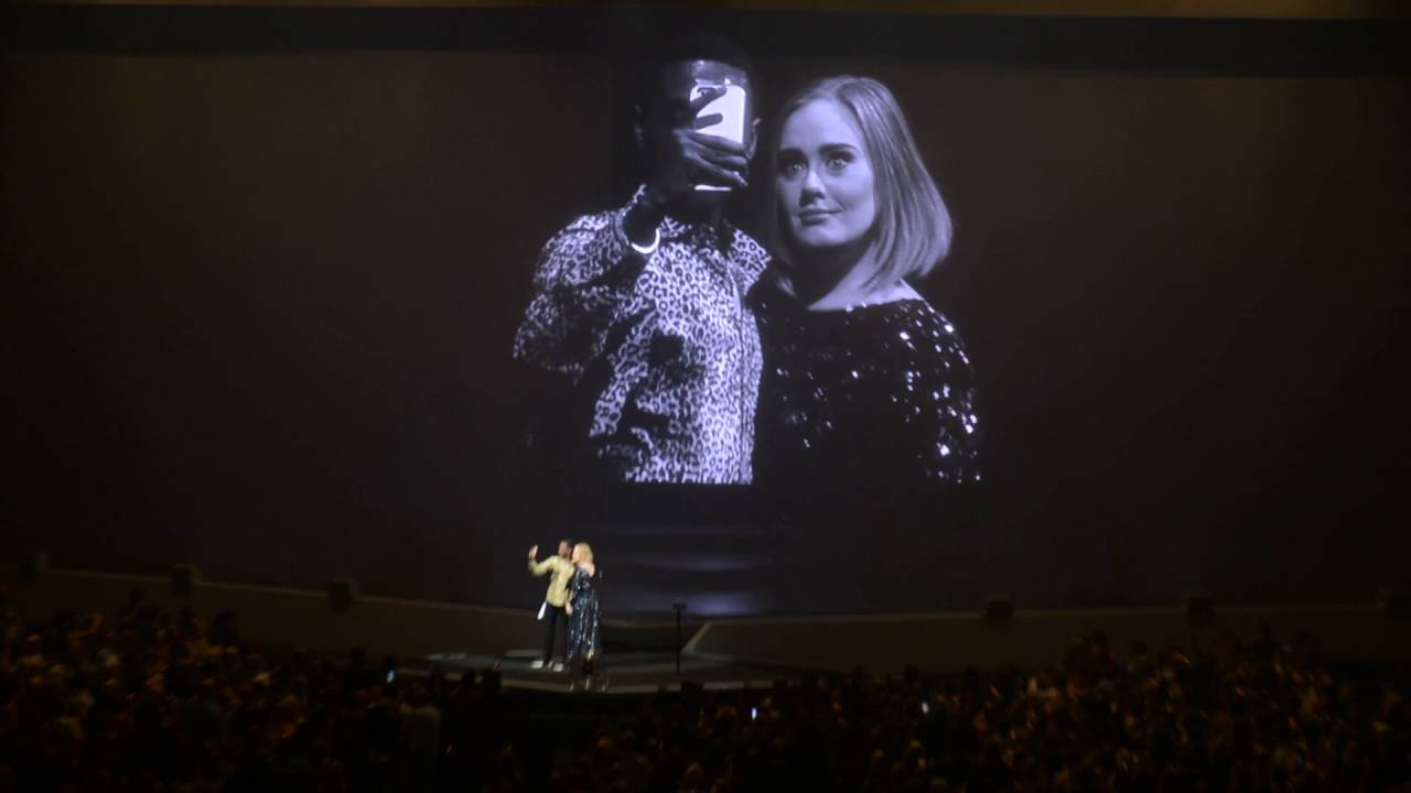 Adele Accidentally KISSES Fan Onstage (Full Version) 1080P