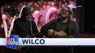 Gambar cover Wilco Performs 'Everyone Hides'