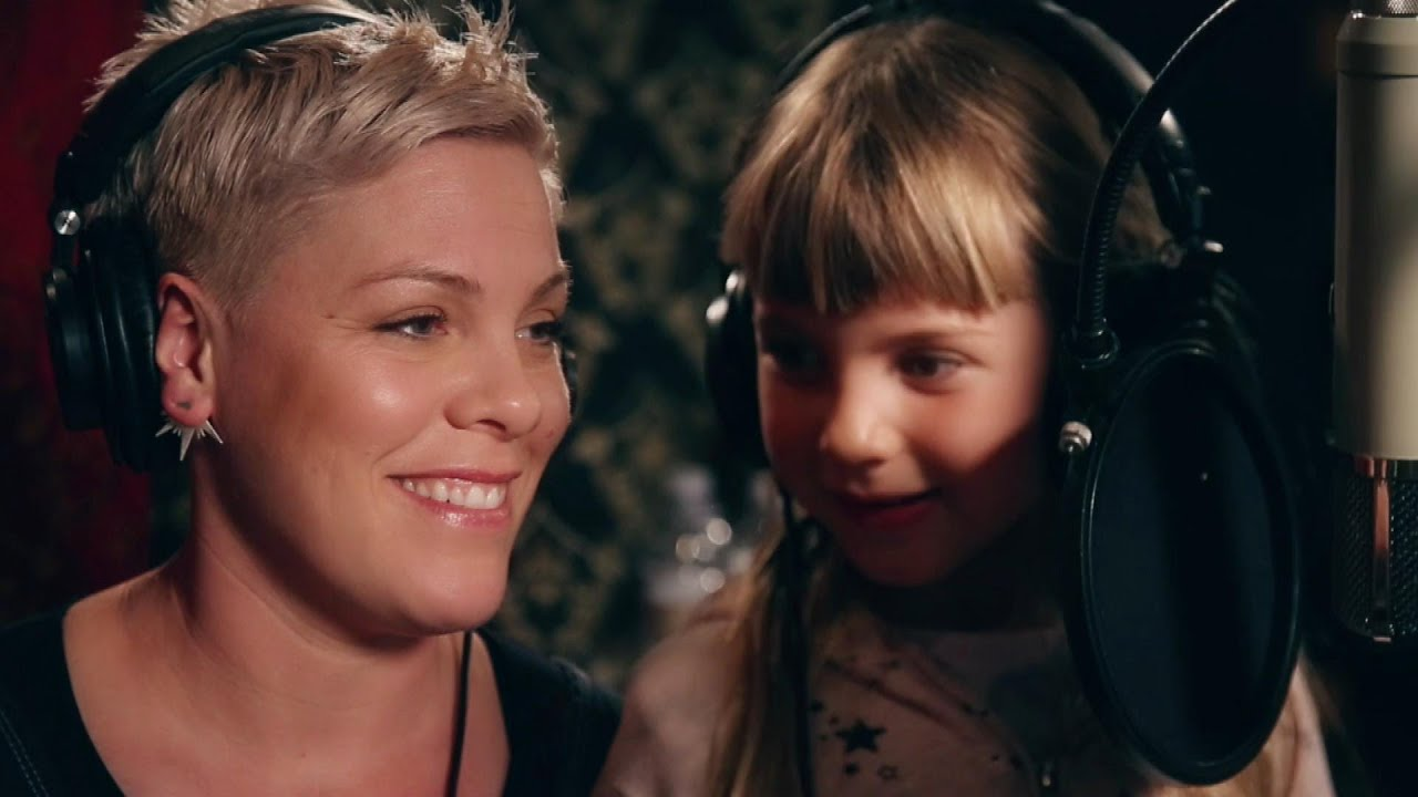 Watch Pink's 7-Year-Old Daughter Willow Sweetly Sing With Her Mom! - YouTube