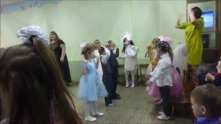 ДО СЛЕЗ Музыкальный руководитель детского сада за работой