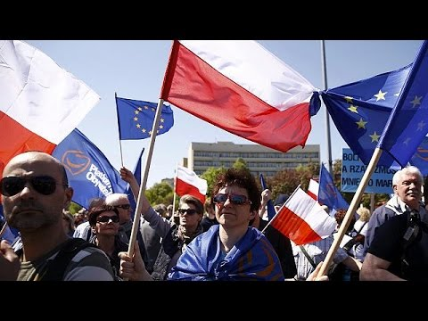Pro and anti-government protests in Poland over EU and democracy