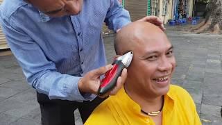 Cắt tóc chém gió nhà thờ Lớn Hanoi chắc chỉ có Color Man !