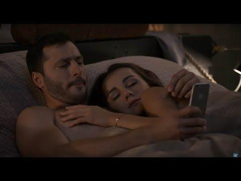 OTECKOVIA - Alex si konečne užíva posteľové radovánky