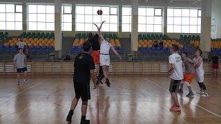 Turniej koszykówki 'dzikich dru¿yn'