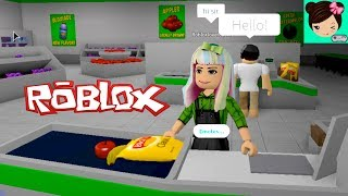 working in the supermarket in Roblox! A day in Bloxburg!  Titi games