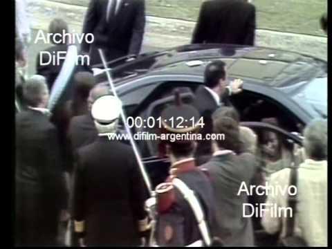 Nestor Kirchner se golpea la frente en su asunción