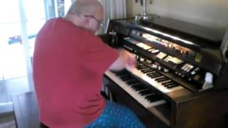 "Mike Reed plays ""The Happy Organ"" on his happy Hammond Organ"