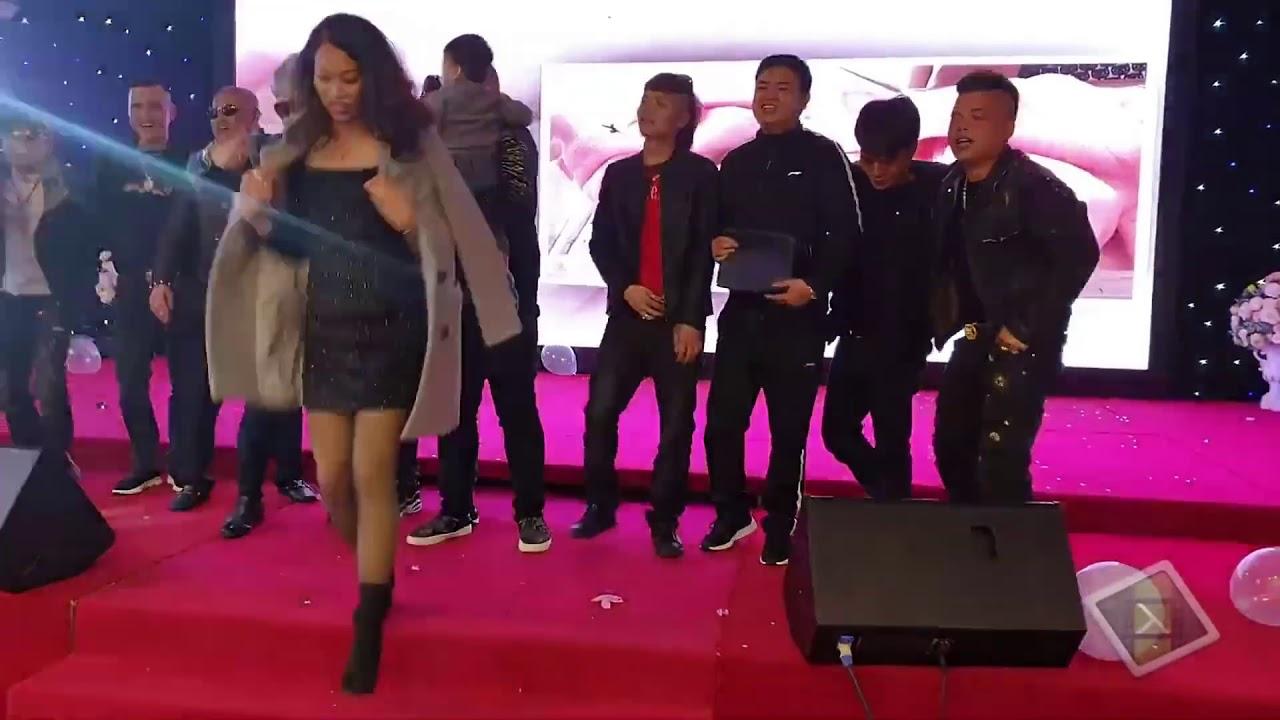 KHÁ BẢNH nhảy vs AKIRA PHAN hát còn gì bằng!